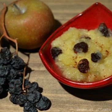Compote de pommes, épices et raisins secs