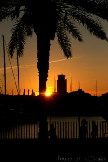 Barcelone, coucher de soleil sur le port