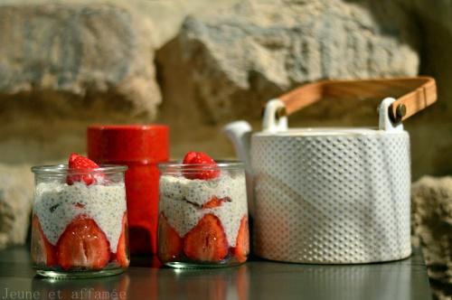 Verrines de tapioca fraise, lait d'amnde et thé oolong fleur d'oranger