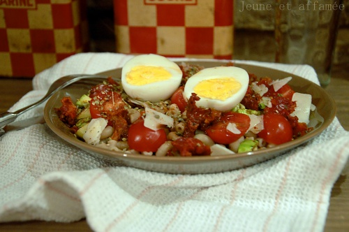 Salade de pâtes, tomate, courgette