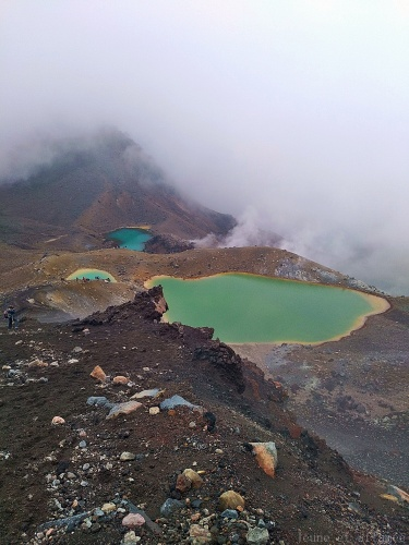 Tongariro Alpine crossing, Emeraul lakes