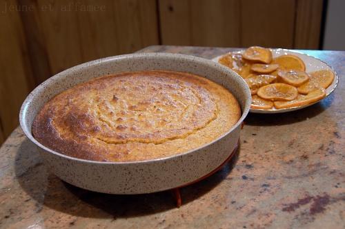 Le gâteau amande-orange à la sortie du four