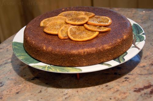 Gâteau amande-orange, décor de tranches d'oranges confites