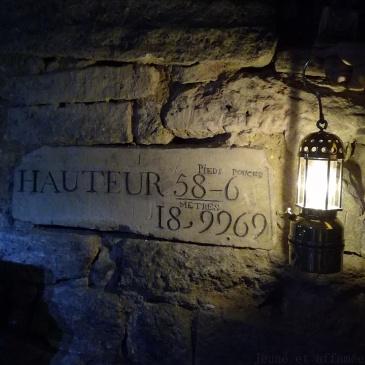 Pierre indicative dans les catacombes de Paris