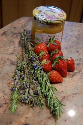 Romarin, fraises et miel