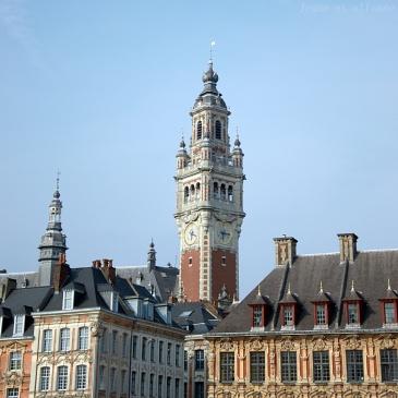 Vue sur le beffroi de depuis la Grand Place de Lille