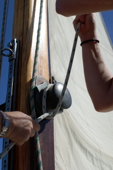 Sortie en voilier : les filles à la manœuvre