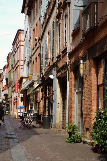 Vieilles rues avec façades en brique rouge