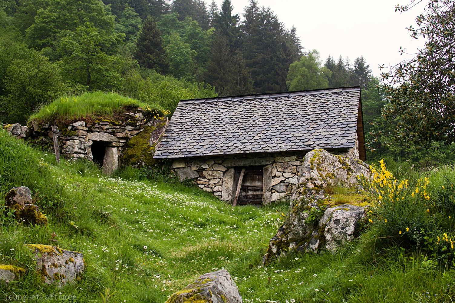 Maison en pierre et ardoise