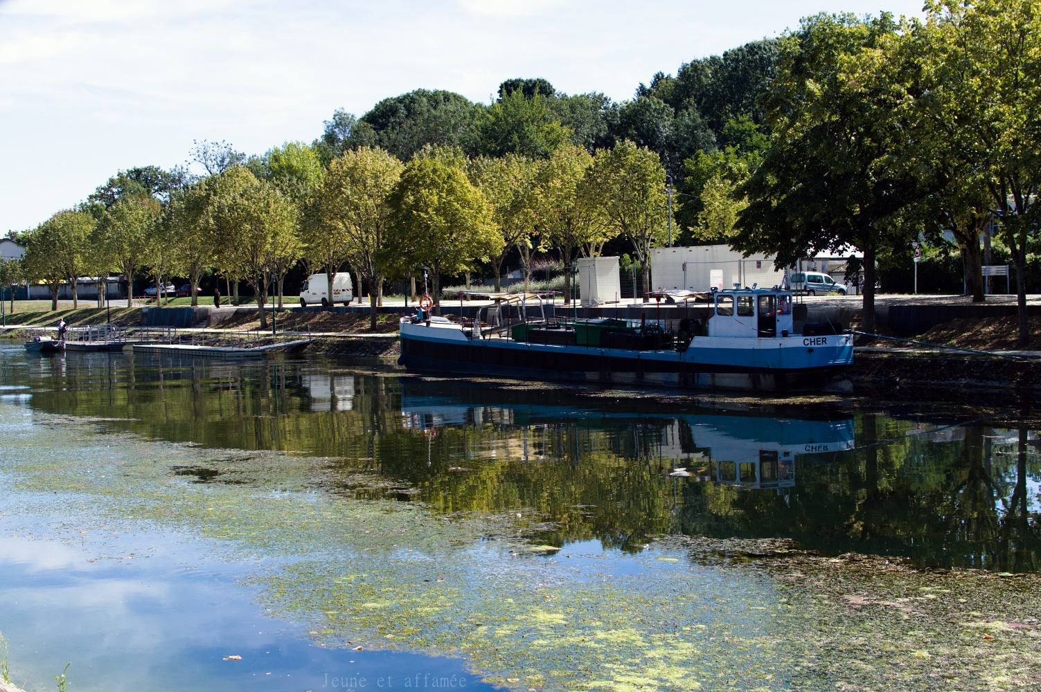 Péniche sur le canal du Berry, Vierzon